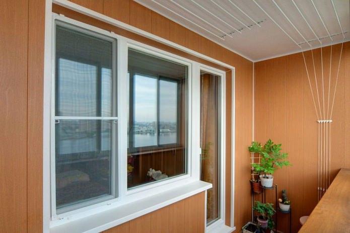 отделка стен на балконе панелями ПВХ