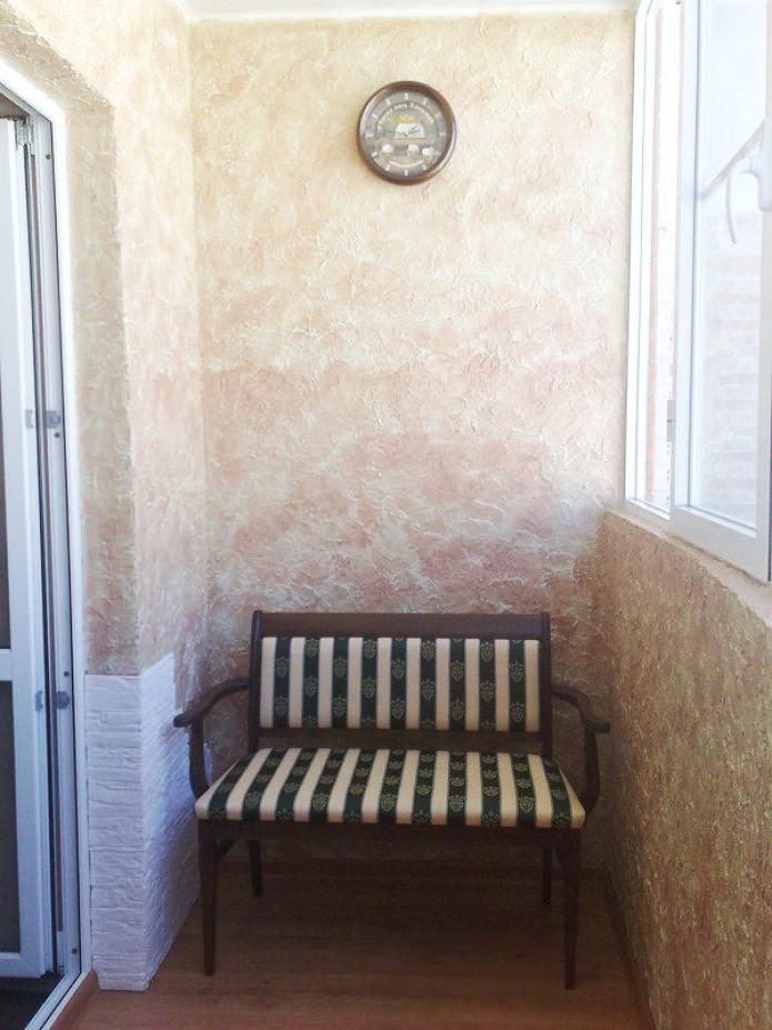 штукатурка в отделке стен на балконе