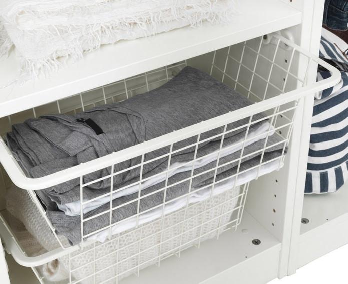 Особенности внутреннего наполнения шкафа-купе в спальне