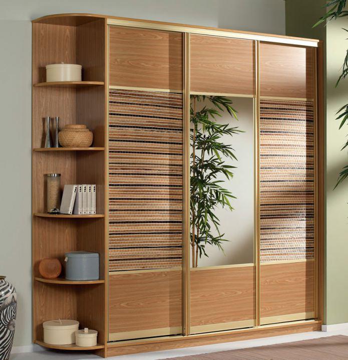 шкаф-купе с вставками из бамбука