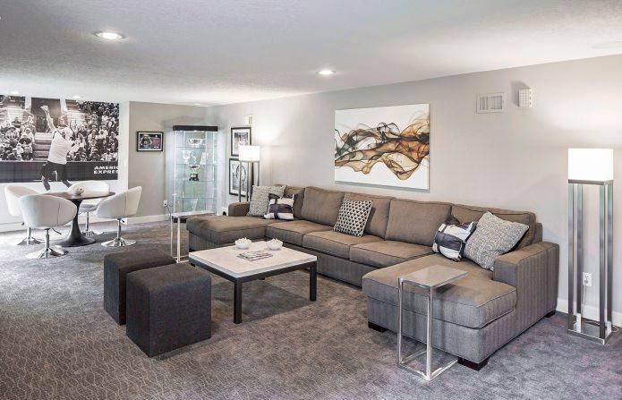 Большой угловой диван для гостиной