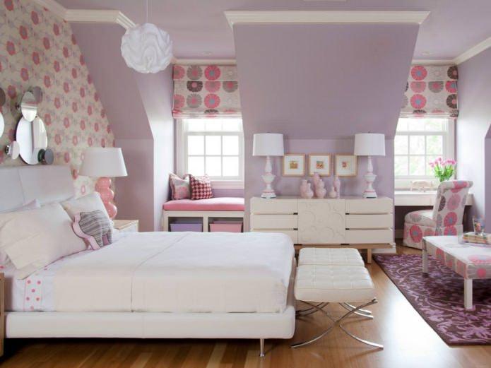 Фиолетово-розовый интерьер в детской для девочки