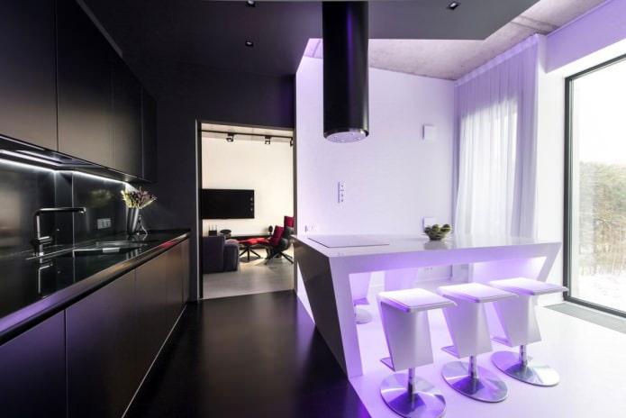 Интерьер кухни с сиреневой подсветкой