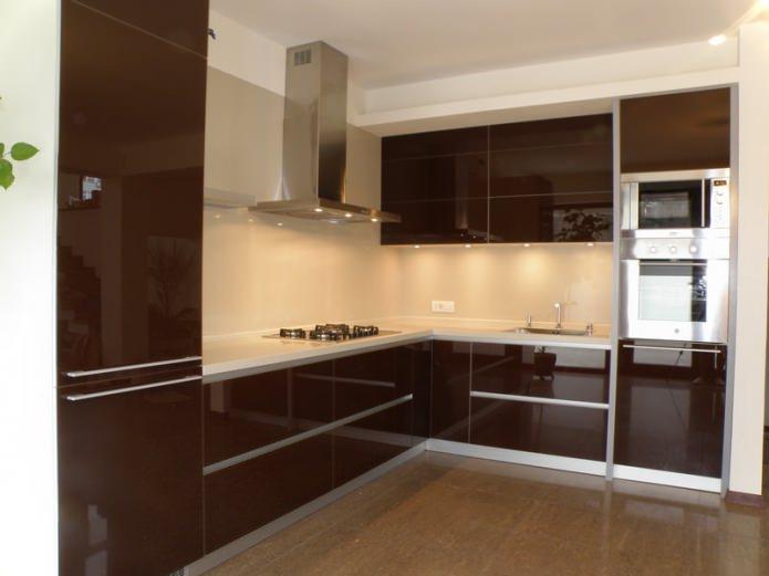 Кухонные фасады с алюминиевыми рамками