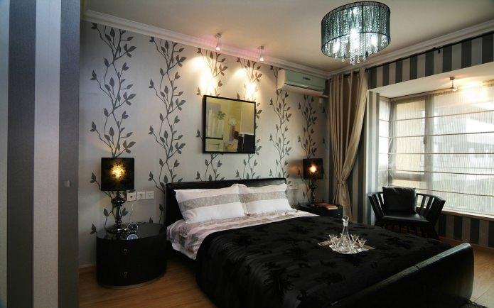Комбинированные обои в спальне: узорчатые