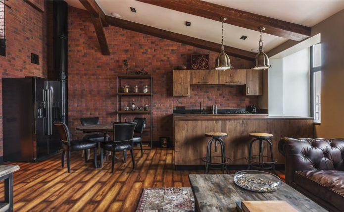 бежевый потолок с деревянными балками