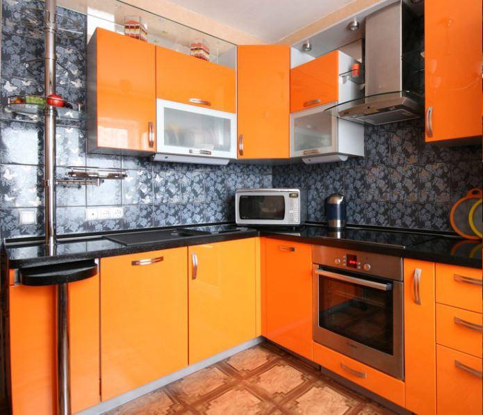 Фото интерьера угловой кухни с раздвижной барной стойкой