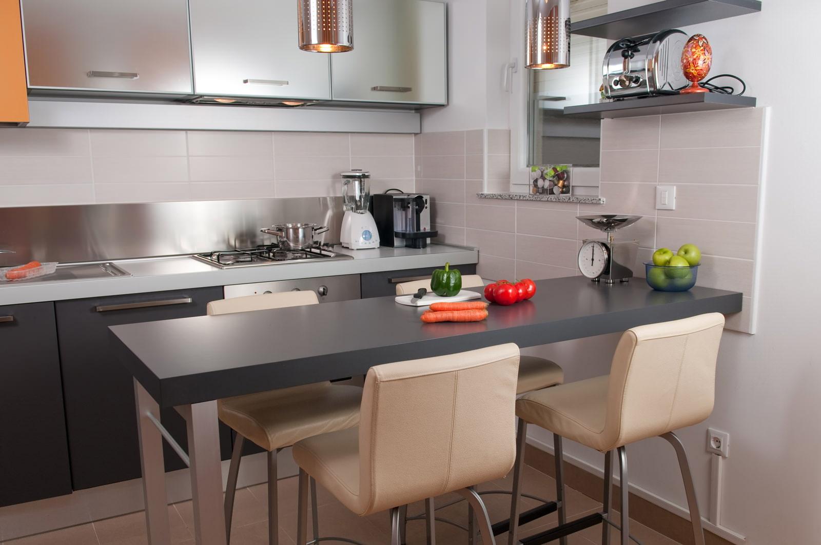 Маленькая кухня с барной стойкой: интерьер, фото
