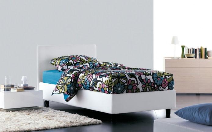 Размеры кроватей : двуспальная или полуторка - выбираем