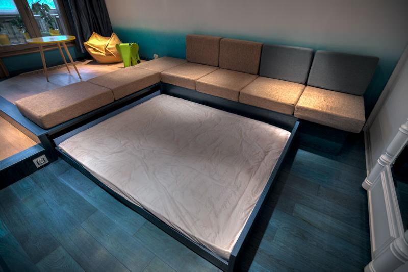 Кровать в подиуме выдвижная фото