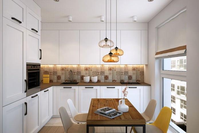 плитка patchwork на фартуке в кухне
