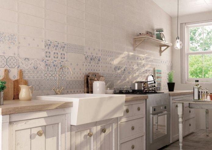 Плитка пэчворк на кухне в стиле ретро