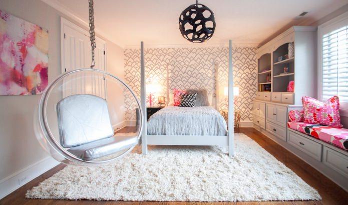 Бежево-розовый интерьер спальни для девушки