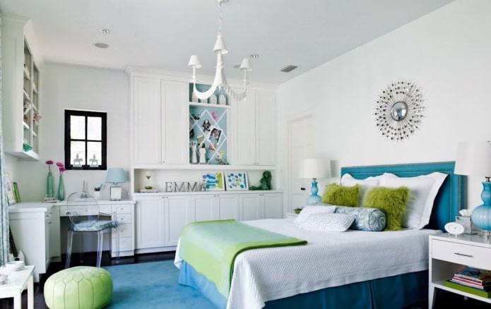 Белые стены в современной спальне