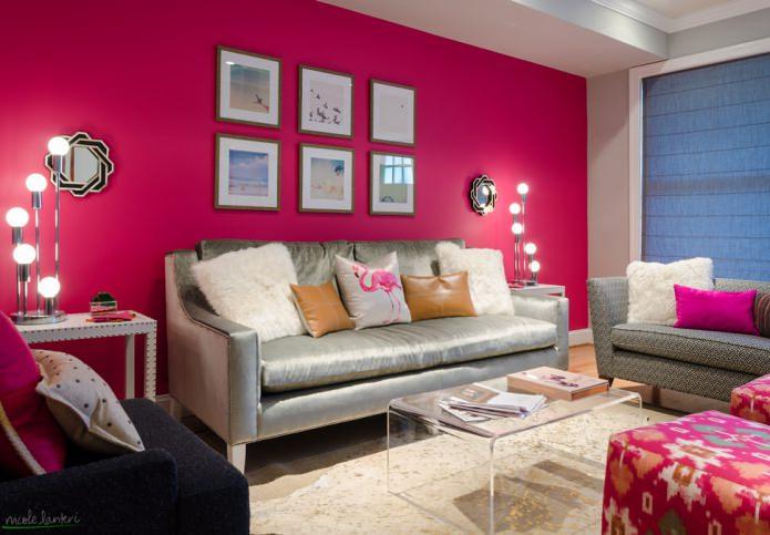 розовая стена в гостиной
