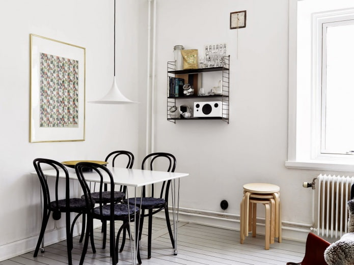 черный стул в интерьере кухни