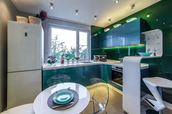 кухня в изумрудных тонах