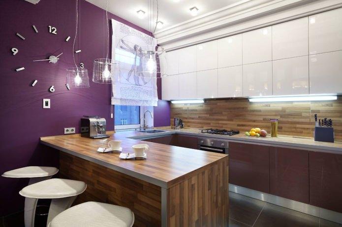 Dapur Berbentuk U Dipisahkan Dari Seluruh Bilik Dengan Kaunter Bar Ketinggian Yang Sama Permukaan Kerja Utama