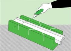 Как приклеить потолочный плинтус к натяжному потолку: обрезка с помощью стусла