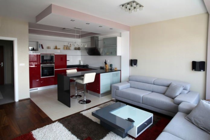 Совмещенная кухня-гостиная с барной стойкой