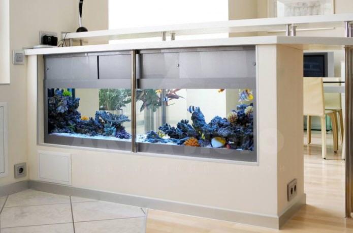 дизайна барной стойки с встроенным аквариумом