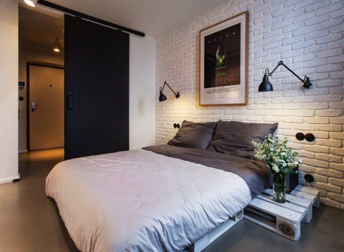 Сдвижная межкомнатная дверь в спальне в стиле лофт