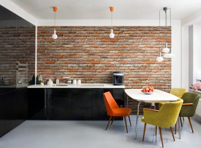 Дизайн кухни с белой кирпичной стеной фото