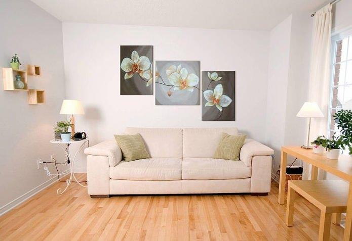 современная модульная картина в интерьере гостиной