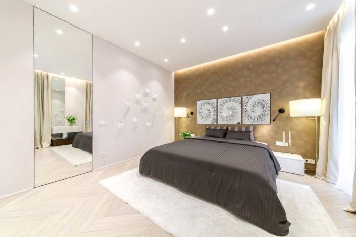Модульная картина в интерьере спальни в белом цвете