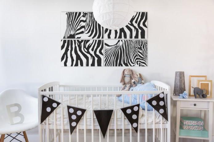 Модульная картина в интерьере детской для новорожденного