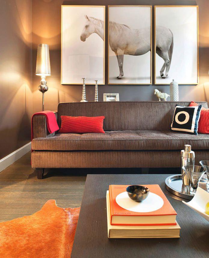 модульная картина с изображением лошади в дизайне гостиной