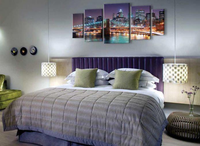 Модульная картина в интерьере спальни