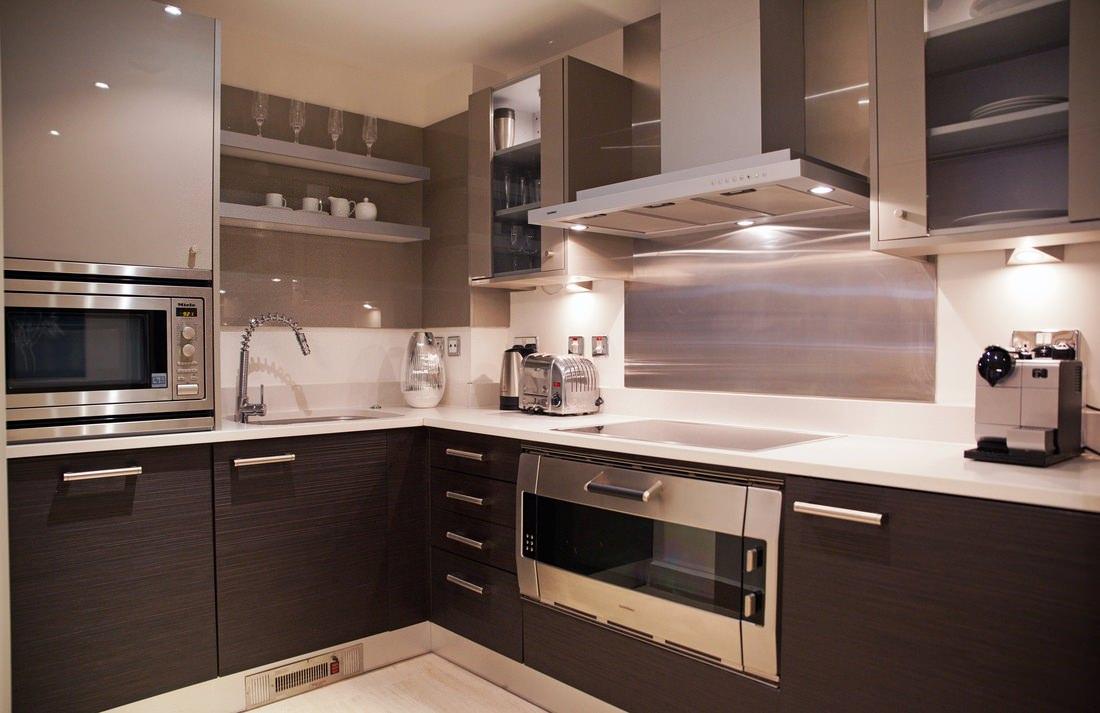 коричневая с бежевым кухня фото