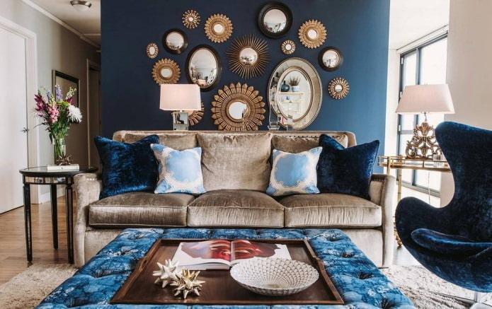 Коричнево-синий цвет в интерьере гостиной