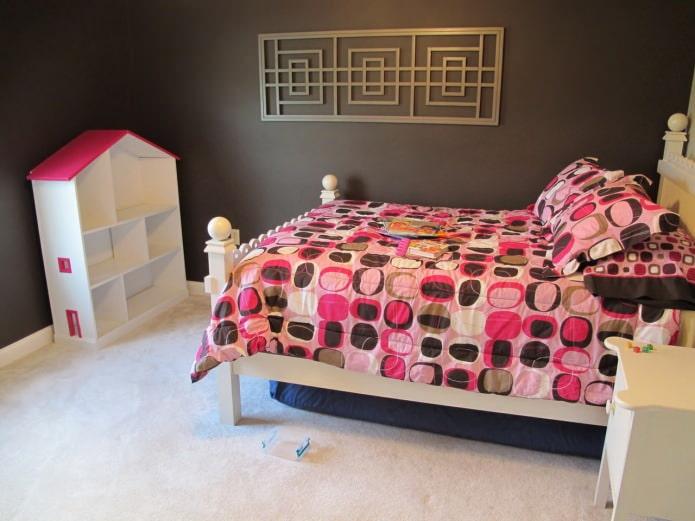 Коричнево-розовый цвет в интерьере детской