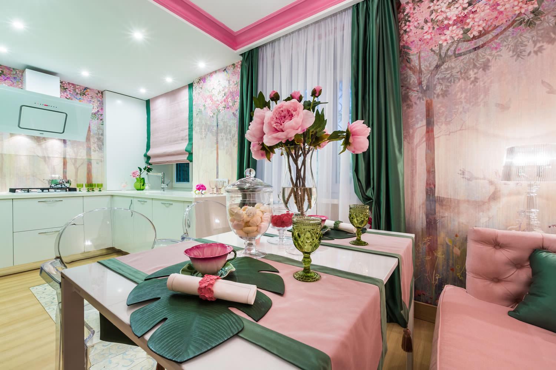 Сочетание с розового зеленого в интерьере