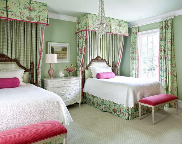 Розово-зеленая детская спальня