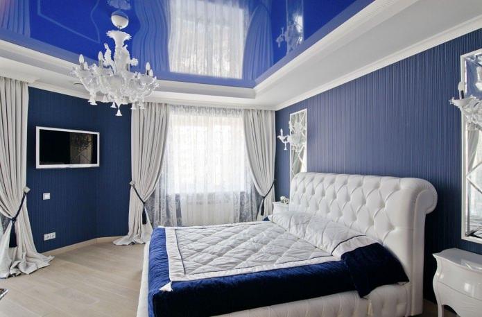 натяжной синий потолок