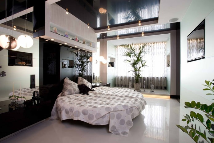 Зеркальная черная стена в спальне