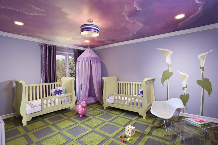 комната для новорожденных в фиолетовых тонах