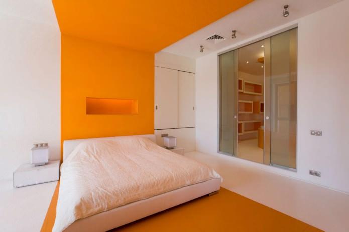 покраска стен в спальне белым и оранжевым цветом
