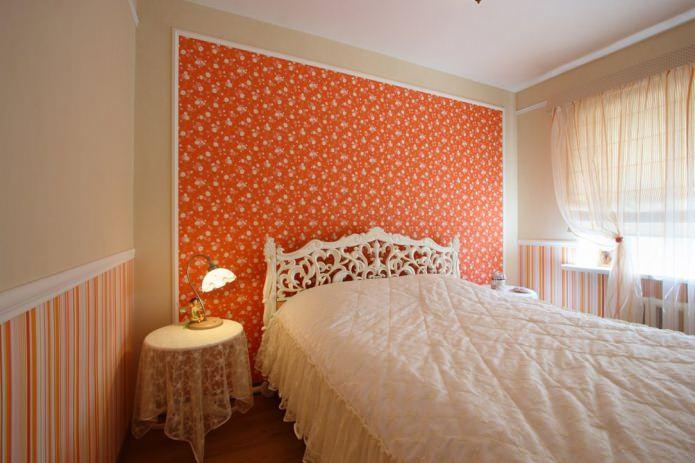 оранжевая акцентная стена в спальне