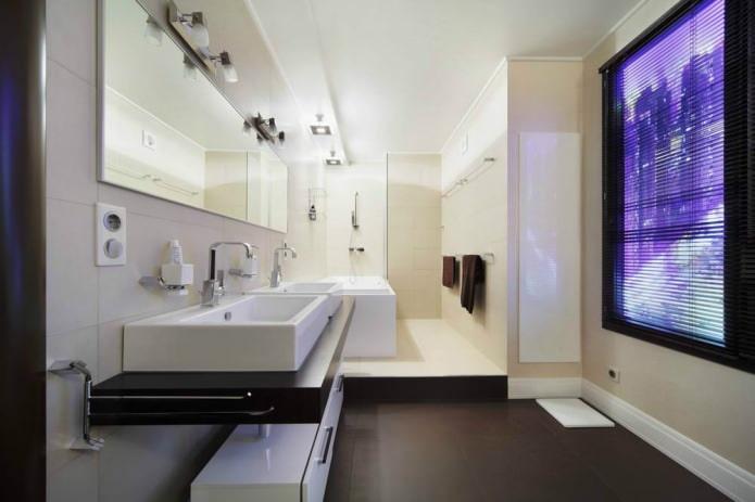ванная комната в современном стиле с фальш-окном