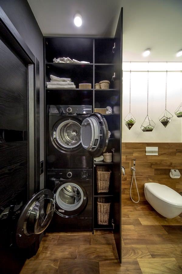 современный интерьер ванной комнаты с стиральной и сушильной машинами