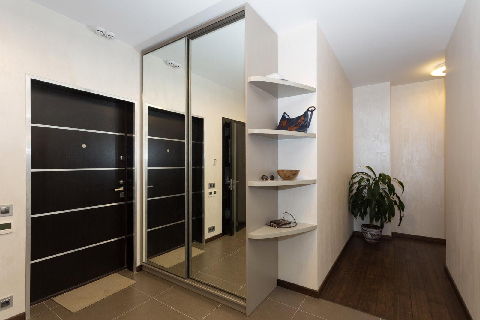 дизайн встроенной прихожей в квартире фото полукруглом
