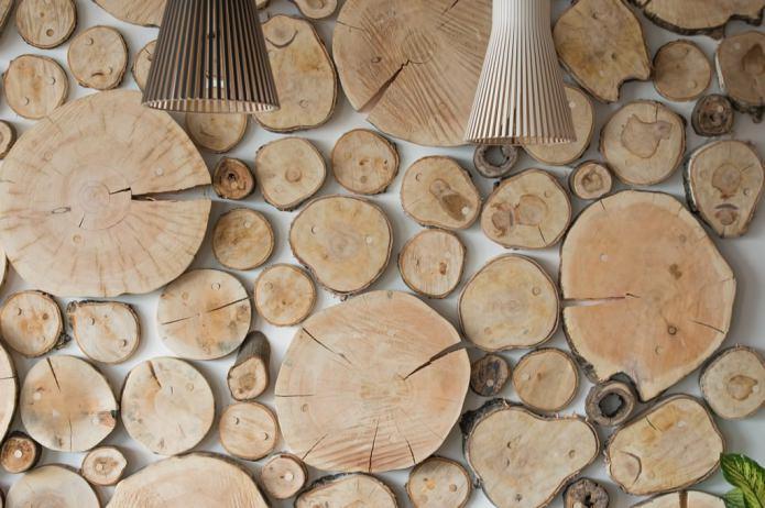декор стены спилами в эко-стиле