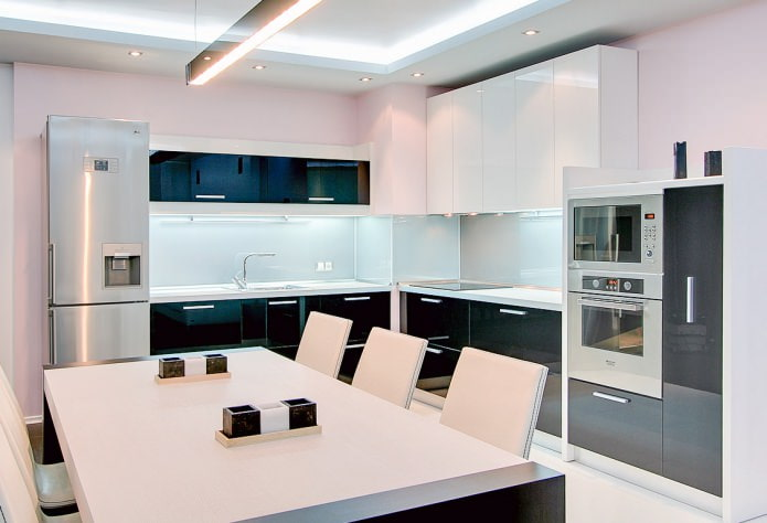 Интерьер кухни в черно-белом
