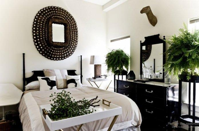 черно-белый интерьер спальни с добавлением зеленого цвета