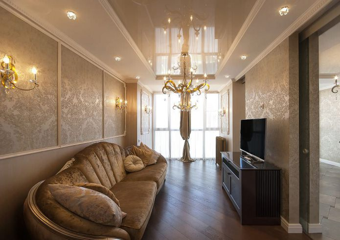 дизайн натяжного потолка в гостиной комнате в классическом стиле
