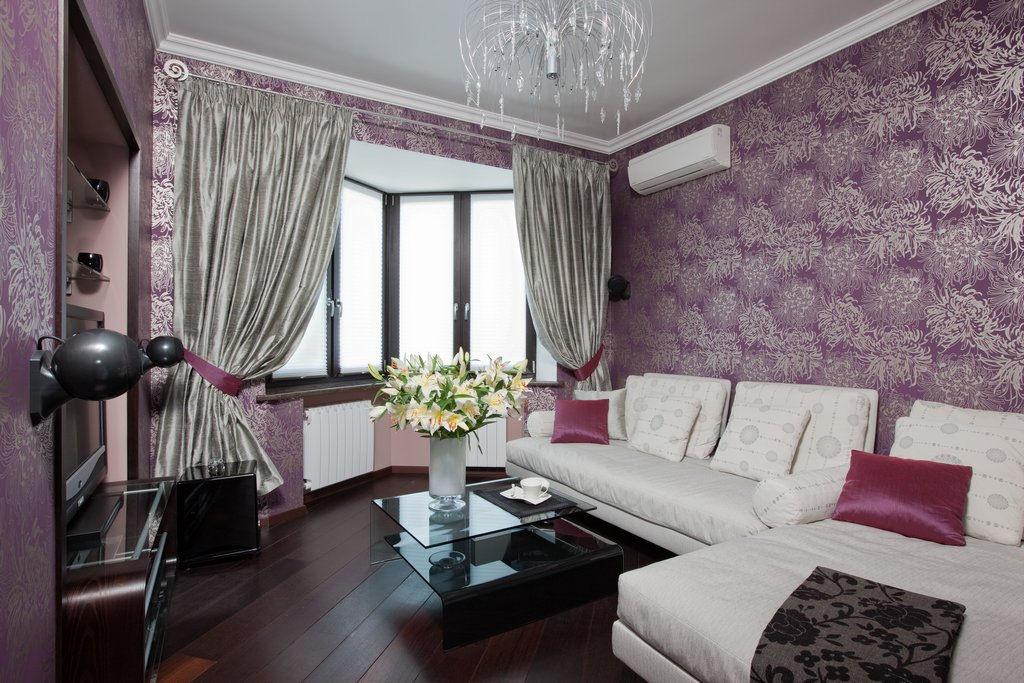 Фиолетовые обои в гостиной фото интерьеры
